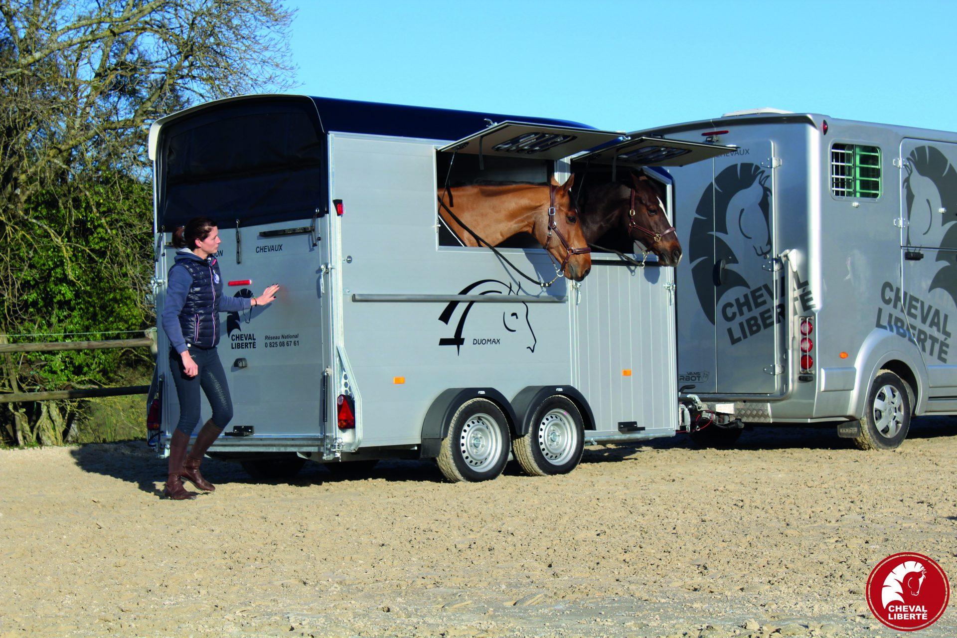 Duomax - Anne + chevaux - Baie estivale
